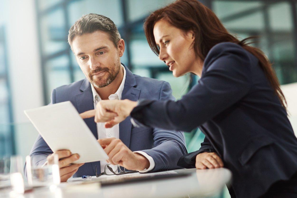 qué hace y cómo ser asesor financiero
